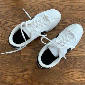 Nike sneakers size US 6Y